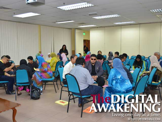 Participants in group discussion at Disability Equality Training (DET) Workshop at Universiti Malaya
