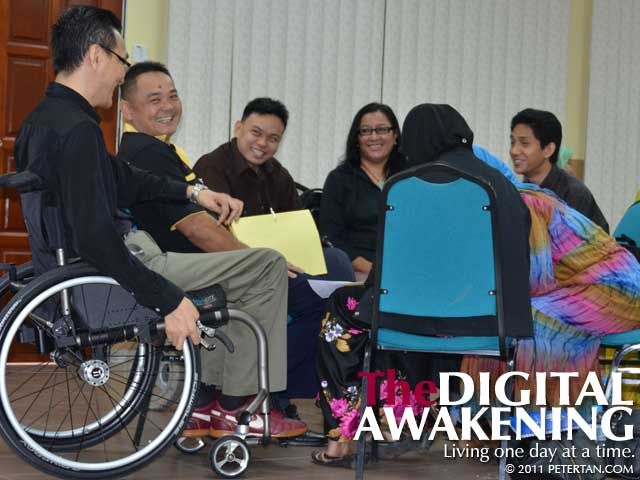 Peter Tans haring a light moment with participants at the Disability Equality Training (DET) Workshop at Universiti Malaya