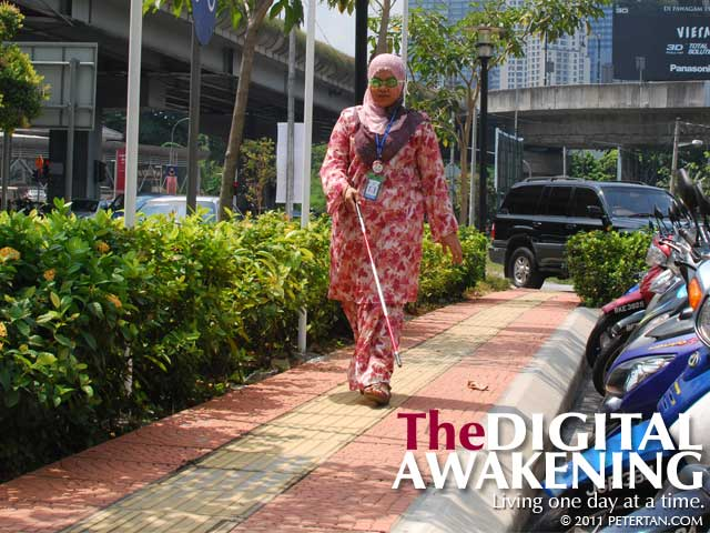 Simulation exercise of person with low vision outside the Kuala Lumpur Perkeso Office