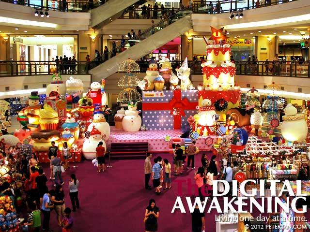 The stage with snowmen and pastries of all shapes and sizes at 1 Utama