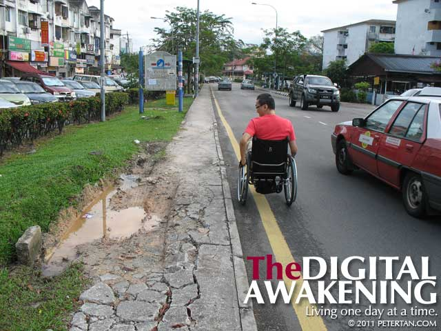 Broken pavement at Jalan Perdana 3/1, Pandan Perdana